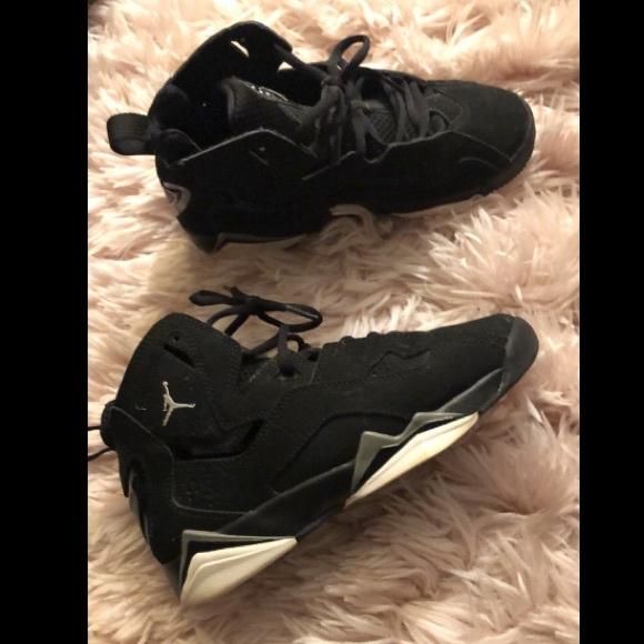 new arrival ff2ba 7e8b7 Black Jordans sneakers kids size 4